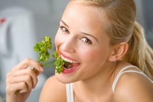 Как убрать запах лука и чеснока